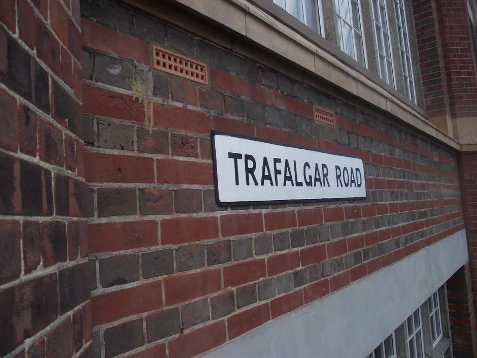 trafalgar road street sign